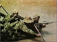 Vietnam_men_raft